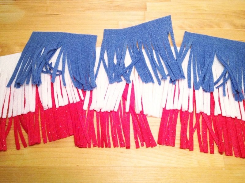 Cut fringe from red, white and blue felt squares for the fire cracker part of the banner Creatively Beth #creativelybeth #fourthofjuly #patriotic #crafts #feltcrafts #quickandeasy