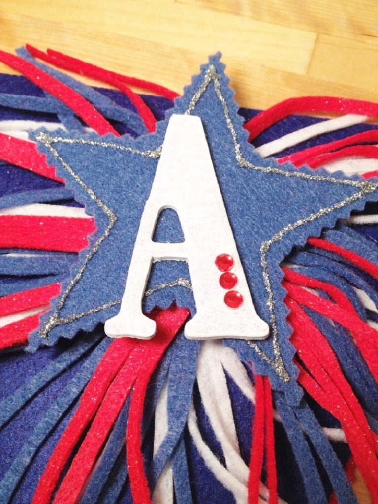 DIY Fire Cracker Banner for the Fourth of July Creatively Beth #creativelybeth #fourthofjuly #patriotic #crafts #feltcrafts #quickandeasy