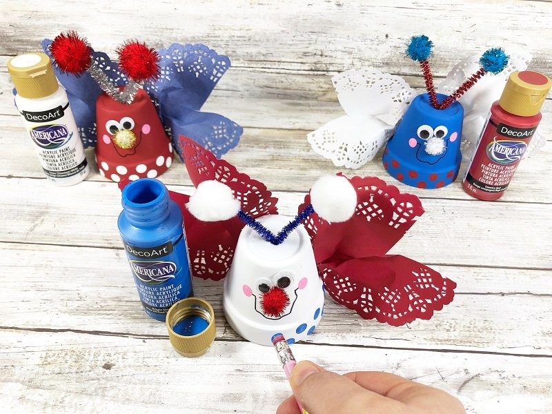 Add polka dots with a new pencil eraser and craft paint Creatively Beth #creativelybeth #dollartreecrafts #patrioticcrafts #claypotcrafts #fourthofjuly