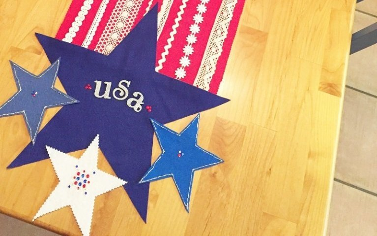 To finish the Table runner Embellish the stars with glitter glue, rhinestones and letters Creatively Beth #creativelybeth #feltcrafts #nosew #patriotic #homedecor