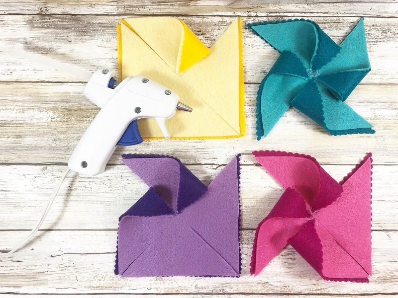 Layer the light and dark colors of felt and then secure the outside points to the center with glue Creatively Beth #creativelybeth #kidscrafts #feltcrafts #summer #pinwheels