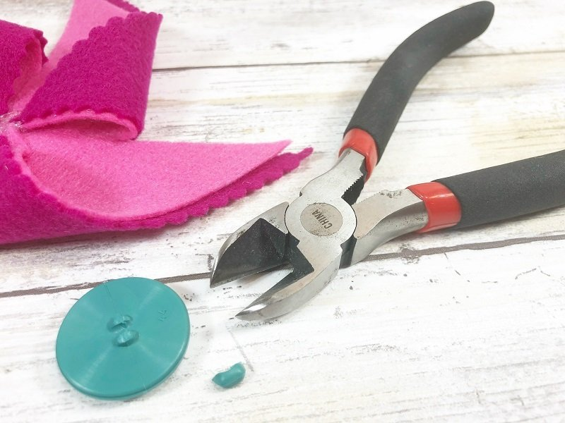 Cut the shank off buttons with wire cutters and secure to center of pinwheel with glue Creatively Beth #creativelybeth #kidscrafts #feltcrafts #summer #pinwheels