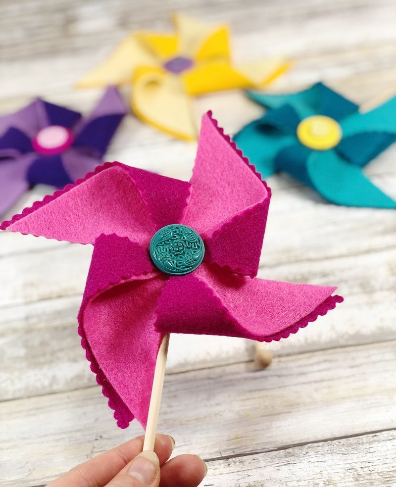Pink purple and turquoise colorful pinwheels for Summer Creatively Beth #creativelybeth #kidscrafts #feltcrafts #summer #pinwheels