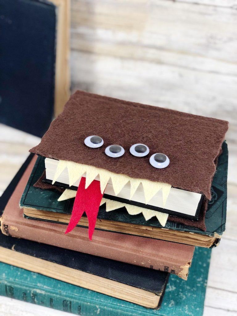 Harry Potter Monster Book of Monsters DIY Tutorial Creatively Beth #creativelybeth #harrypottercrafts #crafts #kidscrafts #feltcrafts