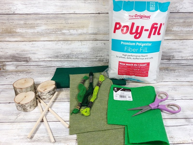 Materials needed to create felt Christmas Poly-Fil from Fairfield World Creatively Beth #creativelybeth #polyfil #fairfieldworld #christmasinjuly #manteldecor