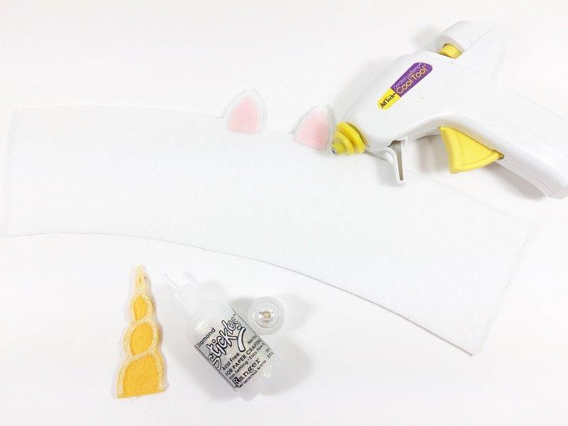Glitter the unicorn horn and attach the ears Creatively Beth #creativelybeth #coffee #cozy #unicorn #kuninfelt #felt #craft #diy