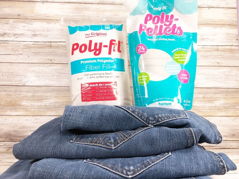 Upcycle some old blue jean legs into rustic pumpkins to decorate your home this Fall Poly-Fil and Poly-Pellets from Fairfield World make it easy! Creatively Beth #creativelybeth #upcycle #recycle #denim #crafts #falldecor #pumpkins #autumndecor #diy