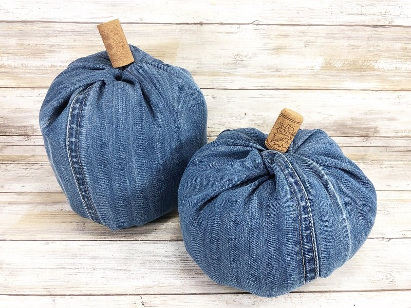 A second upcycle of wine corks used as stems completes these denim pumpkins Creatively Beth #creativelybeth #upcycle #recycle #denim #crafts #falldecor #pumpkins #autumndecor #diy