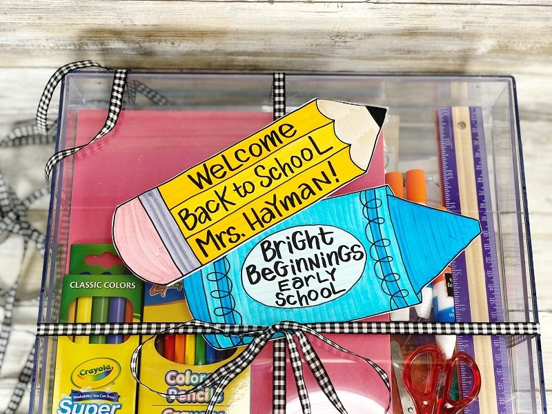 Tie a ribbon with a bow around the filled organizer and attach the Free Printable Tags Creatively Beth #creativelybeth #freeprintable #teacher #gift #pencil #crayon #tags