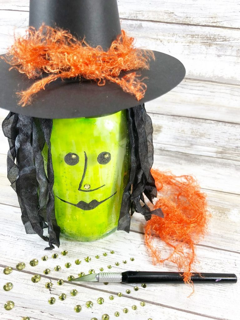 Draw on witch's facial features with the MONOTWIN Permanent Marker Creatively Beth #creativelybeth #masonjar #witch #halloween #craft #creativecrafts