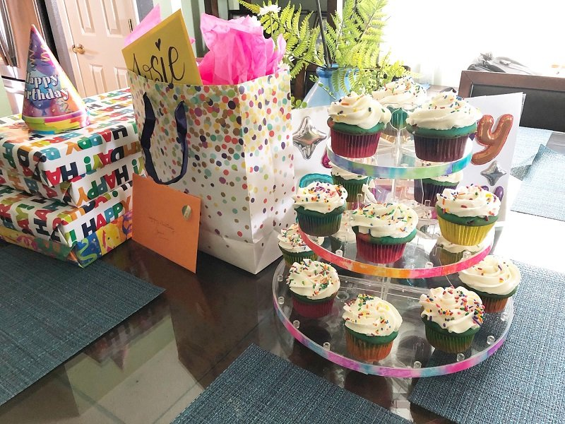 DIY Tie-Dye ideas for a colorful Birthday Party Creatively Beth #creativelybeth #tiedye #birthdayparty #cupcakes #deflecto #cupcakestand #tombowdualbrushpens