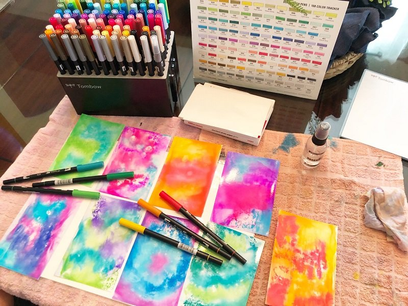 Create a variety of DIY tie-dye ideas backgrounds with Tombow Dual Brush Pens Creatively Beth #creativelybeth #tiedye #birthdayparty #cupcakes #deflecto #cupcakestand #tombowdualbrushpens