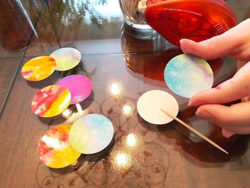 Punch circles from tie dye papers and attach to toothpicks with adhesive Creatively Beth #creativelybeth #tiedye #birthdayparty #cupcakes #deflecto #cupcakestand #tombowdualbrushpens