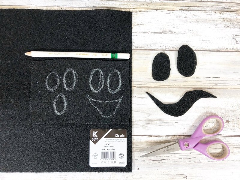 Draw ghost features onto black felt with a white pencil Creatively Beth #creativelybeth #creativecrafts #recycledcrafts #halloweencrafts