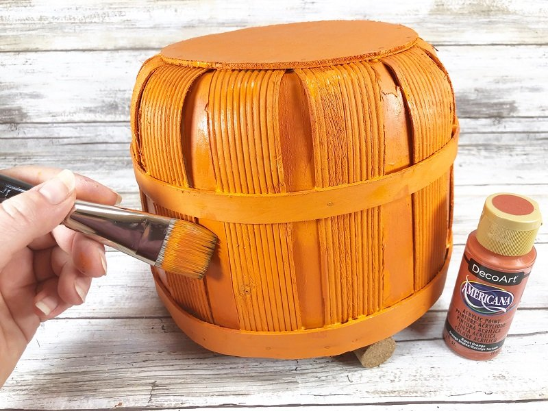 Paint shadows with Canyon Orange acrylic paint Creatively Beth #creativelybeth #dollartree #craft #falldecor #bushelbasket #pumpkin #craft