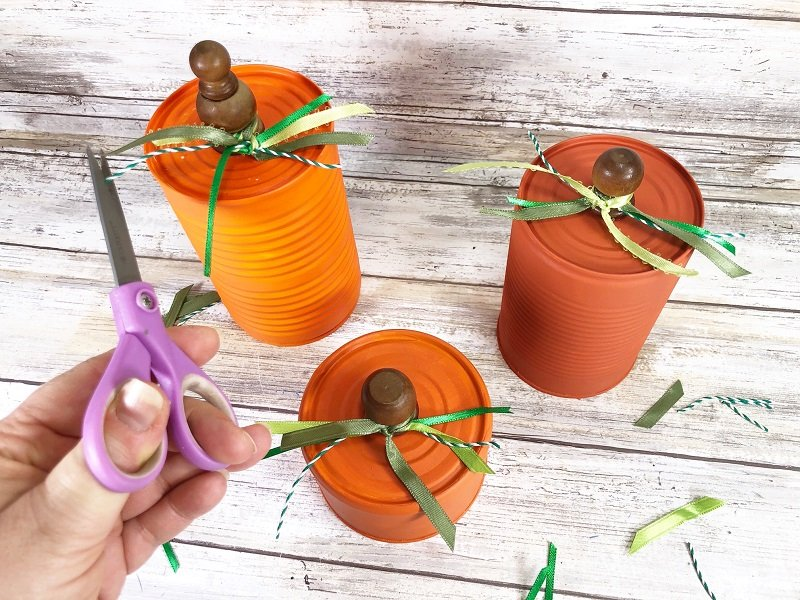 Trim ends of ribbons and twine with scissors to finish Creatively Beth #CreativelyBeth #recycledcrafts #fallcrafts #pumpkincrafts #autumncrafts