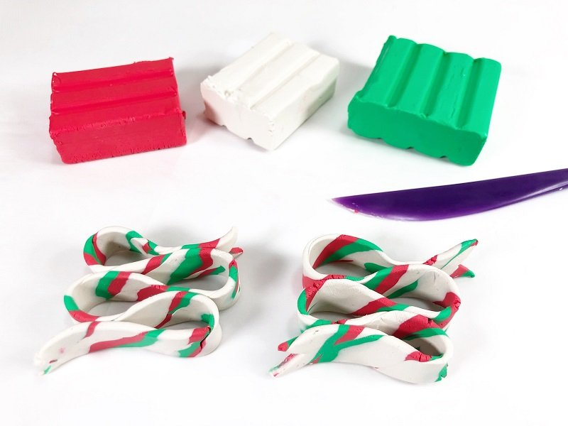 Stack ribbon to create three loops and two ends Creatively Beth #creativelybeth #polymerclay #christmas #ornaments