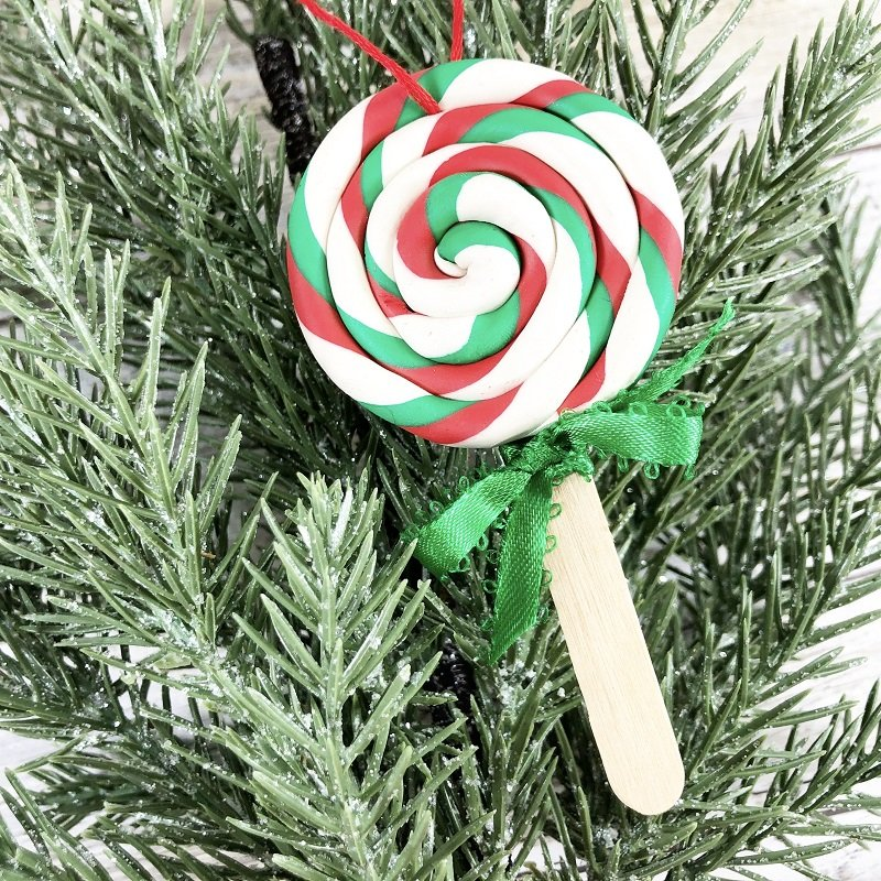 Polymer Clay Lollipop Ornament for Christmas Creatively Beth #creativelybeth #polymerclay #christmas #ornaments