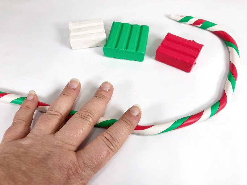 Roll on work surface to create a tri-colored snake Creatively Beth #creativelybeth #polymerclay #christmas #ornaments