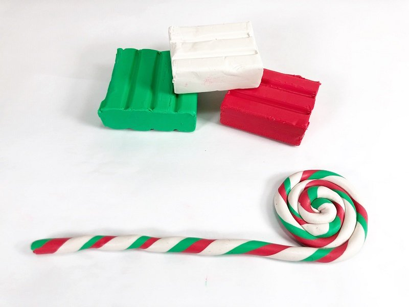Measure and cut twelve inches and roll to create lollipop ornament Creatively Beth #creativelybeth #polymerclay #christmas #ornaments