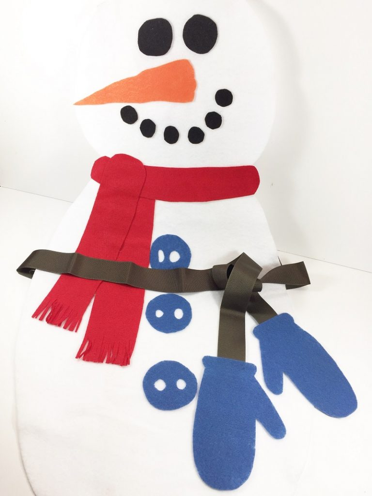 No-Sew Child's Snowman Apron Creatively Beth #creativelybeth #feltcrafts #kidscrafts #christmascrafts #nosew #childscrafts