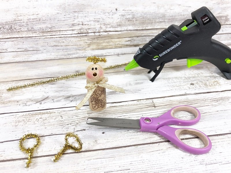 Create a halo from gold tinsel chenille stems Recycled Wine Cork Angel Ornament a 20 Minute Craft by Creatively Beth #creativelybeth #20minutecrafts #recycledcrafts #winecorkcrafts #angelcrafts