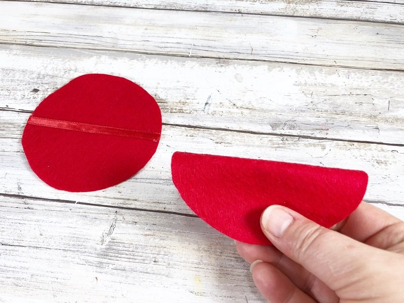 Fold DIY Felt Fortune Cookies Creatively Beth #creativelybeth #feltcrafts #fortunecookie #DIYcrafts #valentinesday #freeprintable