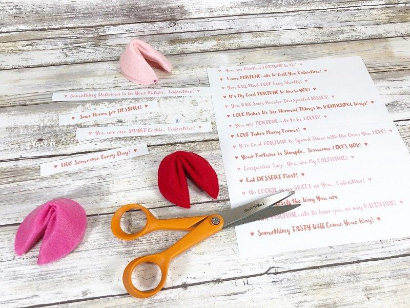 FREE Printable Fortune Cookie Sayings Creatively Beth #creativelybeth #feltcrafts #fortunecookie #DIYcrafts #valentinesday #freeprintable