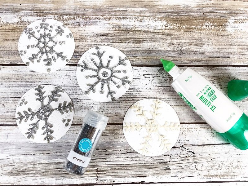 Draw snowflakes on watercolor paper with MONO Multi Liquid Glue Creatively Beth #creativelybeth #tombow #handlettered #glitter #banner #adhesives