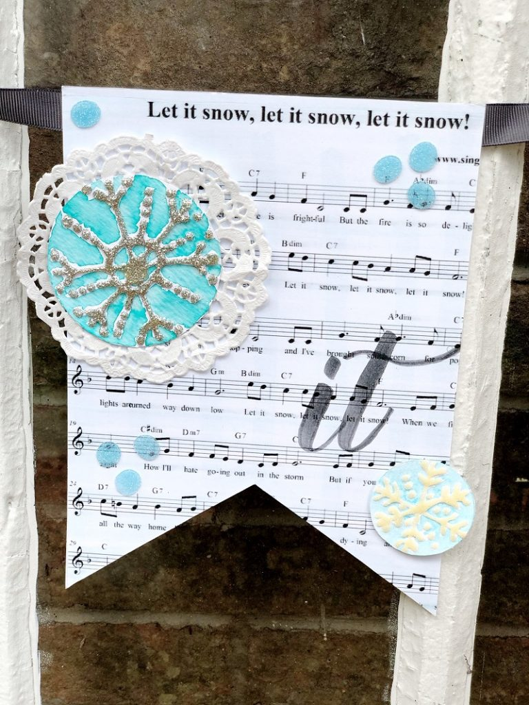 Glittery Let it Snow Banner featuring Tombow Adhesives by Creatively Beth #creativelybeth #tombow #handlettered #glitter #banner #adhesives