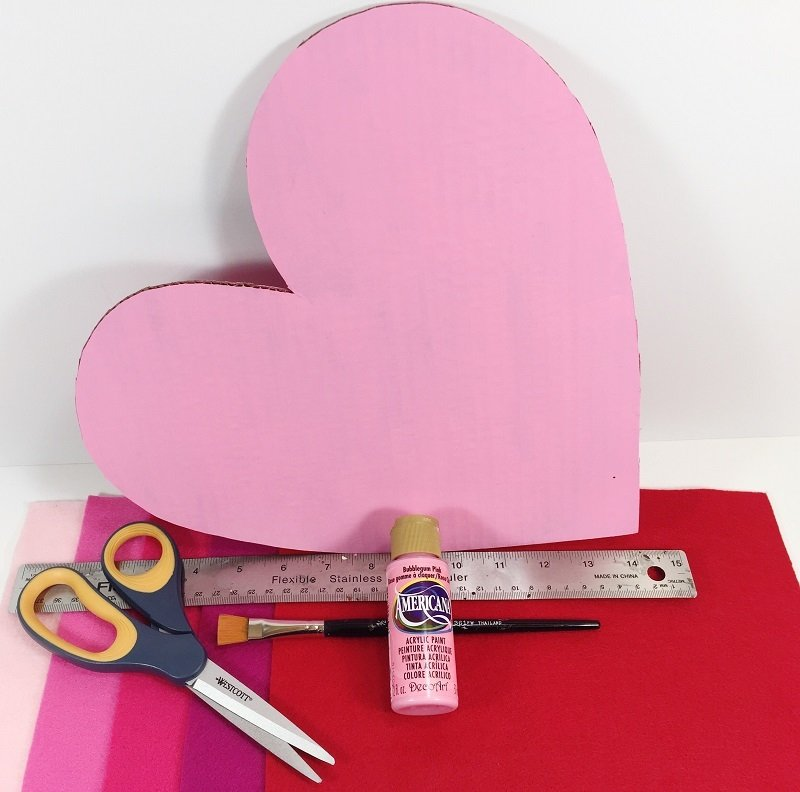 Draw a heart and then cut from recycled cardboard Creatively Beth #creativelybeth #ombre #fringe #heartcrafts #valentinesdaycrafts