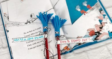 Easy Thing 1 and Thing 2 Pencil Toppers Creatively Beth #creativelybeth #thing1andthing2 #catinthehat #drseuss #readacrossamerica #drseusscrafts