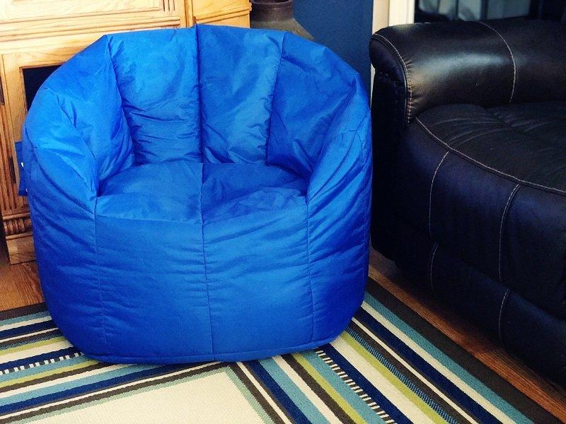 How to Refill a Bean Bag Chair with Fairfield World by Creatively Beth #creativelybeth #madewithFFW #fairfieldworld #beanbagchair