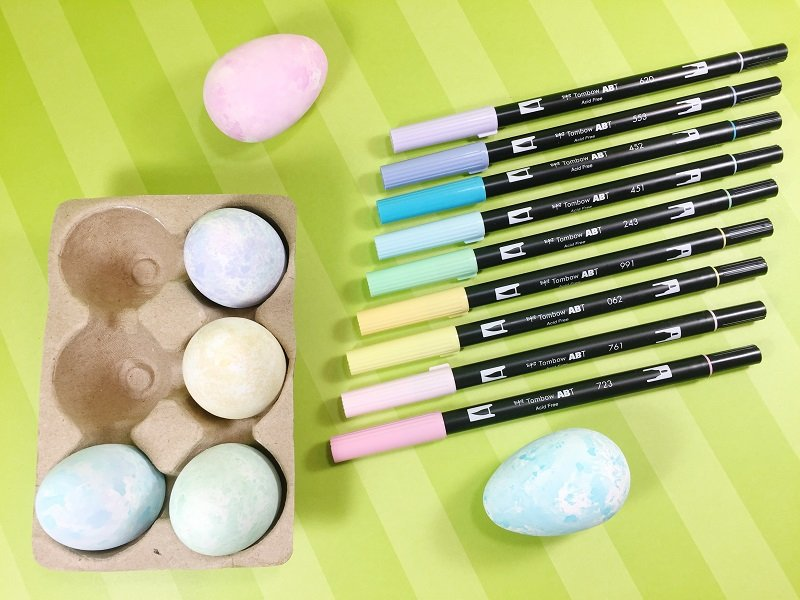 Color Easter Eggs with Markers Using Tombow Dual Brush Pens by Creatively Beth #creativelybeth #eastereggs #tombowdualbrushpens #coloreggs #dyeeggs
