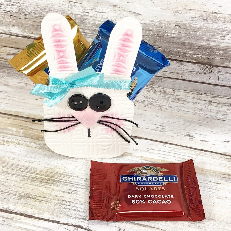 Die Cut Bunny Treat Holder for Easter by Creatively Beth #creativelybeth #eastercraft #bunnycraft #candyholder #sizzix #eileenhull