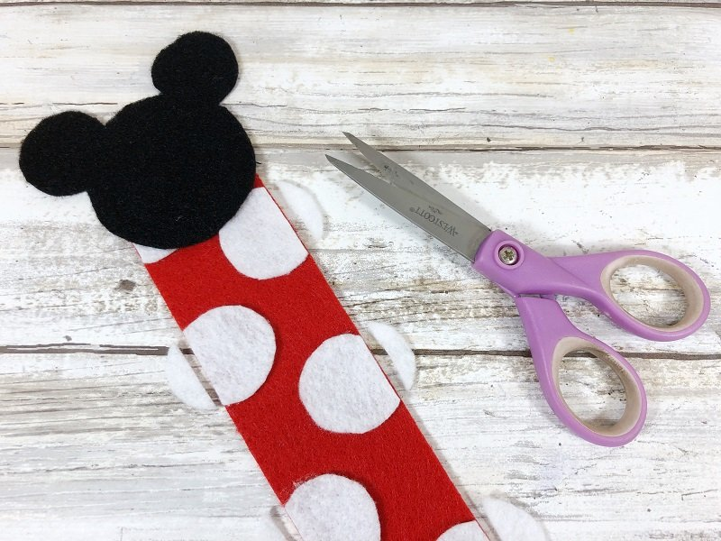 Assemble the Minnie Mouse Bookmark by Creatively Beth #creativelybeth #disneycrafts #mickeymouse #minniemouse #bookmarks #freepatterns