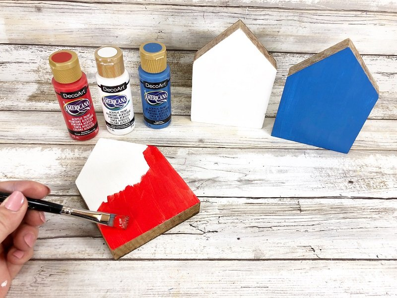 Patriotic USA Wooden Houses Perfect for Farmhouse Decor by Creatively Beth #creativelybeth #patrioticcrafts #craftstorehomedecor #usa