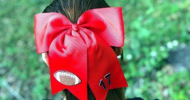 5 Minute Football Hair Bow Creatively Beth #creativelybeth #5minutecrafts #sportscrafts #football #flagfootball