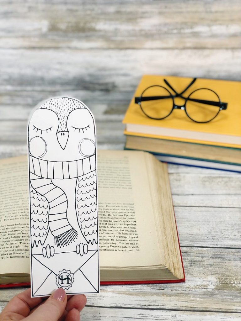 FREE Harry Potter Owl Bookmark to Print and Color by Creatively Beth #creativelybeth #harrypotter #freeprintable #owlbookmark