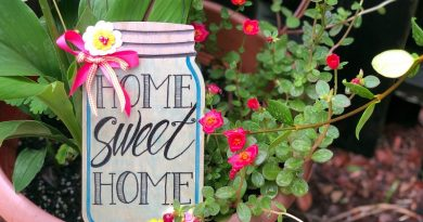 Hand Lettered Wooden Mason Jar Sign by Creatively Beth #creativelybeth #masonjar #handlettering #fauxcalligraphy #tombowdualbrushpens