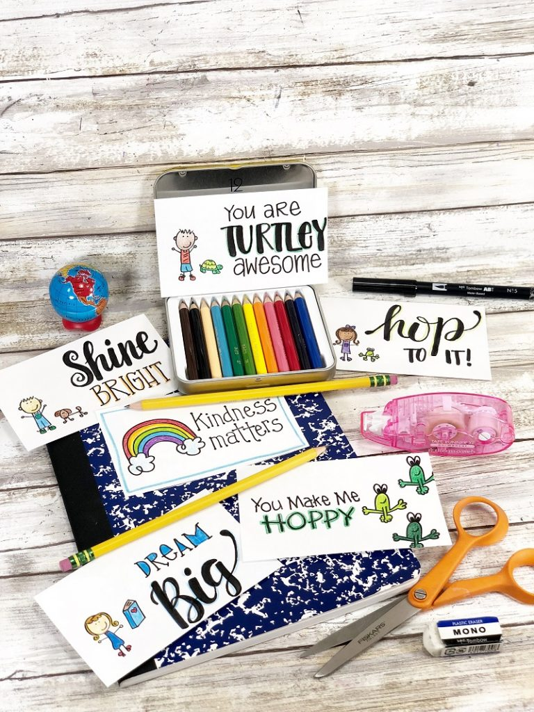 Easy Stamped Lunch Notes for Back to School FUN by Creatively Beth #creativelybeth #lunchnotes #stamped #thermoweb #laurakellydesigns