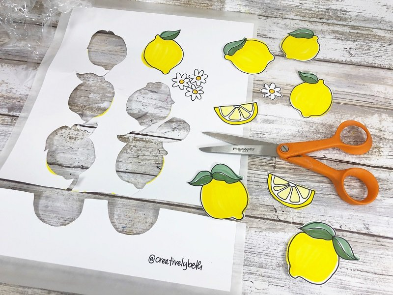 Hand Lettered Lemonade Quote and Free Lemon Doodles by Creatively Beth #creativelybeth #handlettering #doodles #wallart #xyroncreativestation